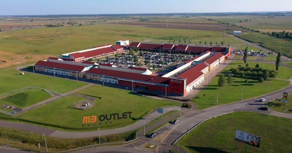 drónfelvételen az M3 Outlet - dronpilotad.hu