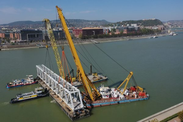 drónfelvételen a rákóczi híd bővítése - clark ádám daru munkája-2