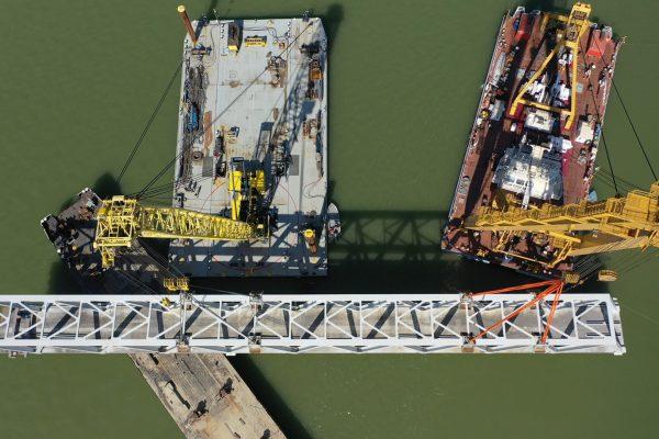 drónfelvételen a rákóczi híd bővítése - clark ádám daru munkája